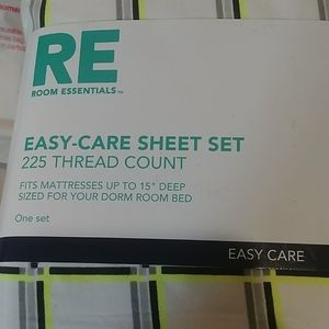 Twin XL Easy care sheet set 225 thread count.